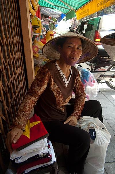 T-shirt vender, Hanoi, Vietnam
