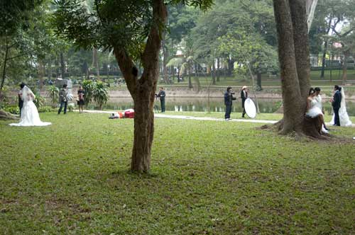 weddings in the park, Hanoi, Vietnam