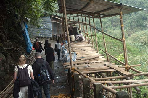 vendors building stalls on path to Huong Tich Cave
