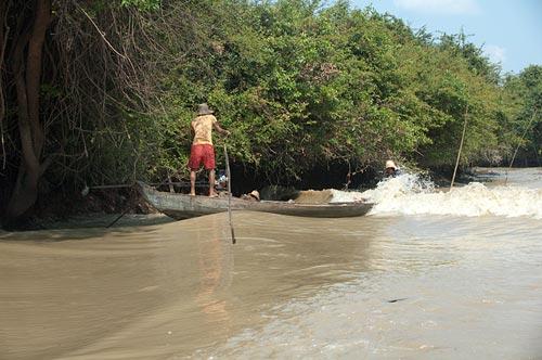 swamping a fishing boat, Sangker River, Cambodia