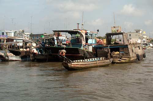floating market, Cai Be, Vietnam