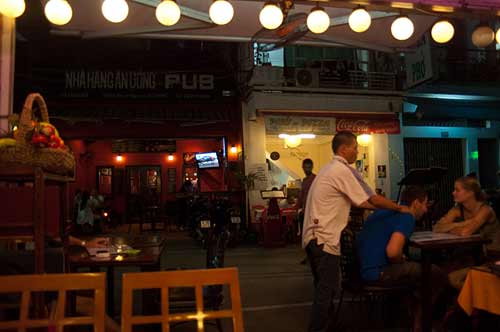 street masseur, Ho Chi Minh City, Vietnam