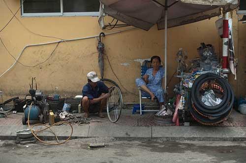 roadside bike repairs, Ho Chi Minh City, Vietnam