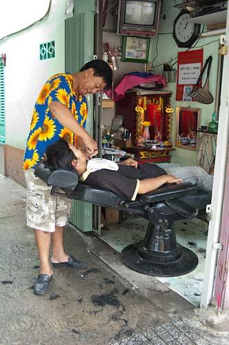 street barber, Ho Chi Minh City, Vietnam