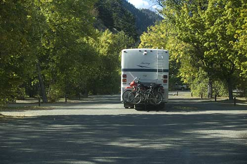 RV entering Okanogan Lake campgrounds