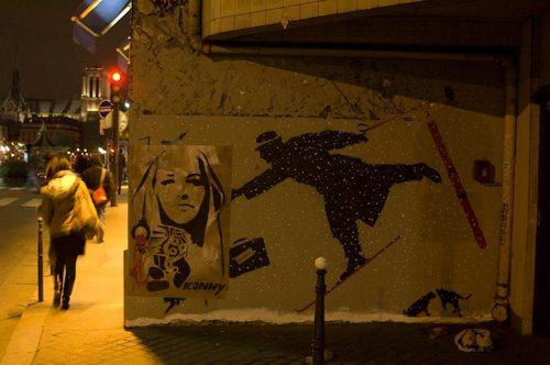 Paris graffiti by night