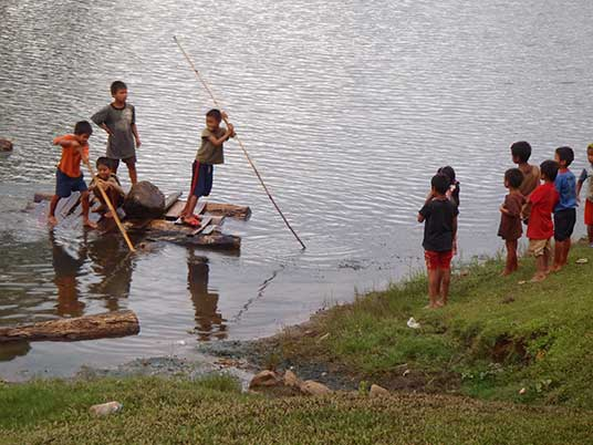 kids playing on the river at Kieng Than Lei, Laos