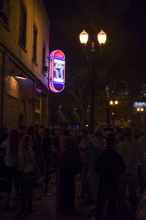 Voodoo Donuts at night