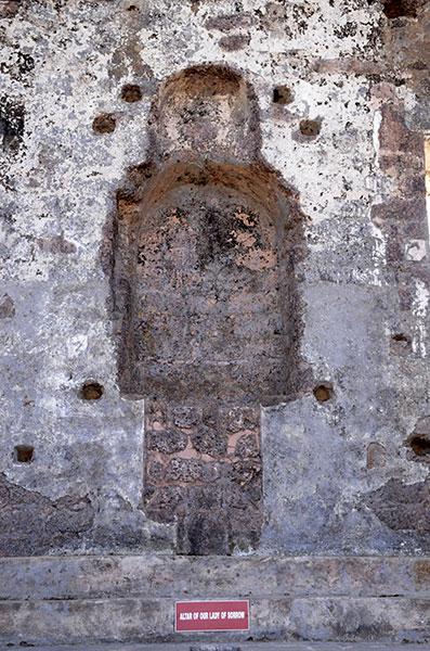 old-goa-ruins-altar