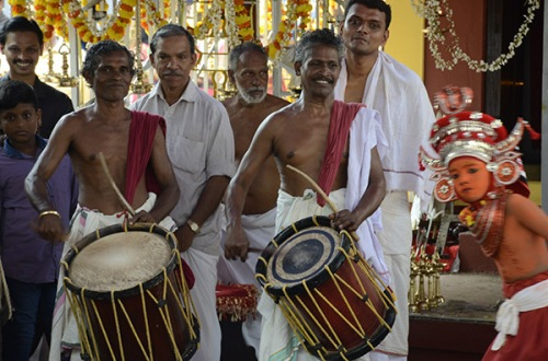 kannur-theyyam-boy-2
