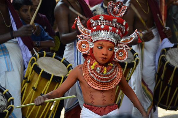 kannur-theyyam-boy1