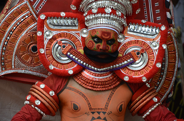 kannur-theyyam-man-1