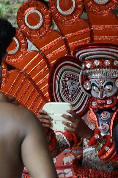 kannur-theyyam-mirror