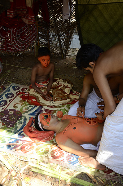 kannur-theyyam-paint-1