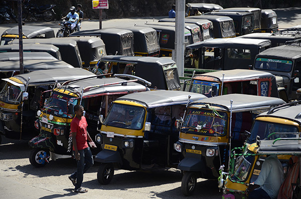 munnar-auto-rickshaws